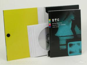 Velcro closure on Multidisc set in portfolio box